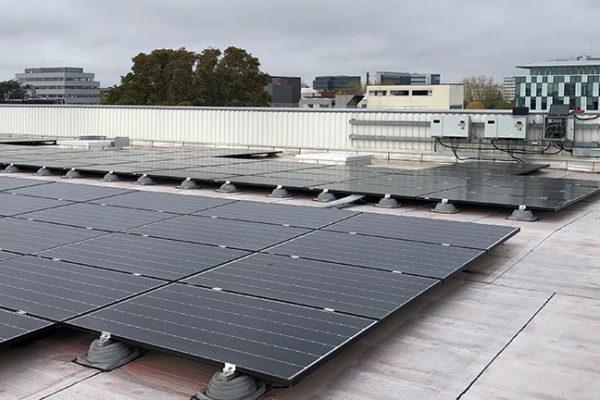 Centrale photovoltaïque toiture en autoconsommation Helexia Decathon Vélizy 2